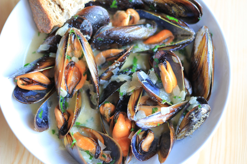 steamed-mussels-in-cream-and-cider-recipe-14