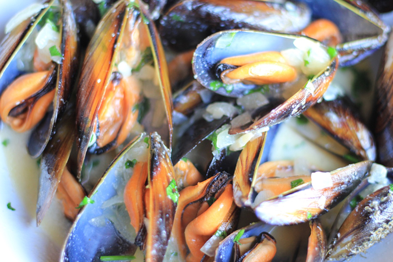 steamed-mussels-in-cream-and-cider-recipe-15