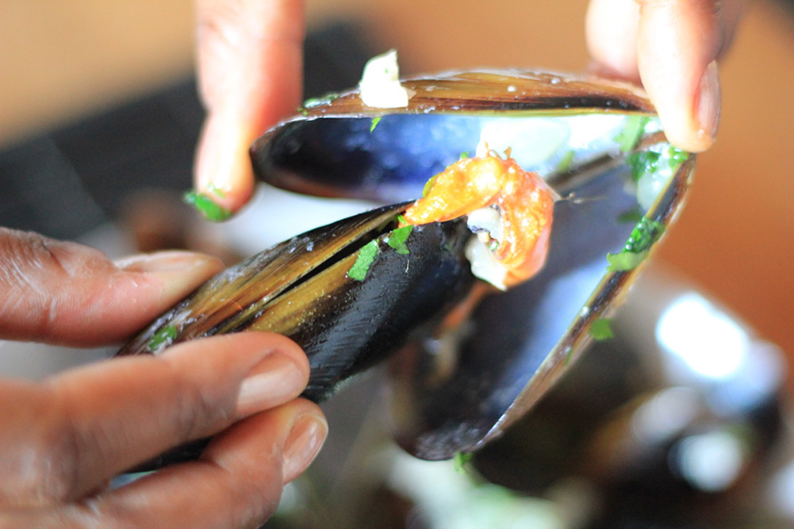 steamed-mussels-in-cream-and-cider-recipe-18
