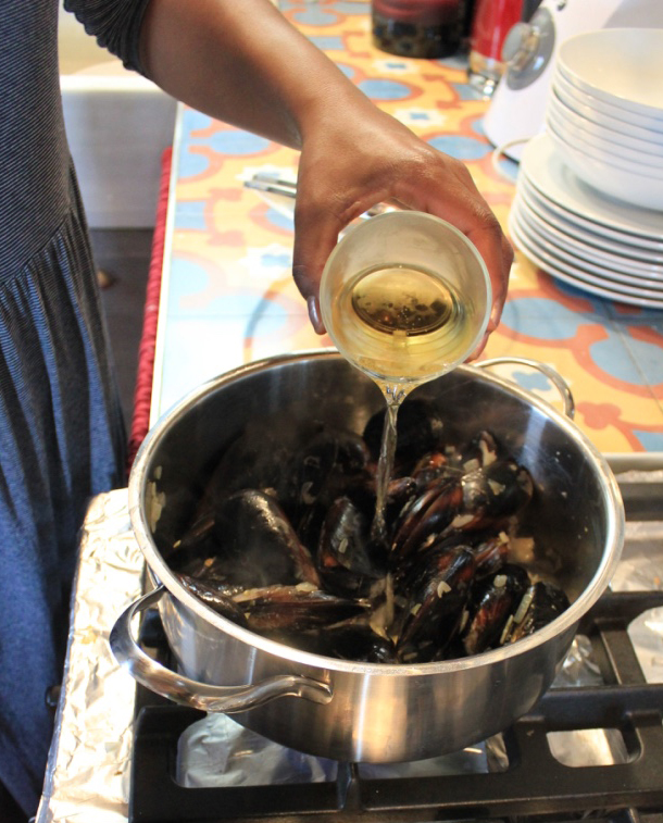steamed-mussels-in-cream-and-cider-recipe-7