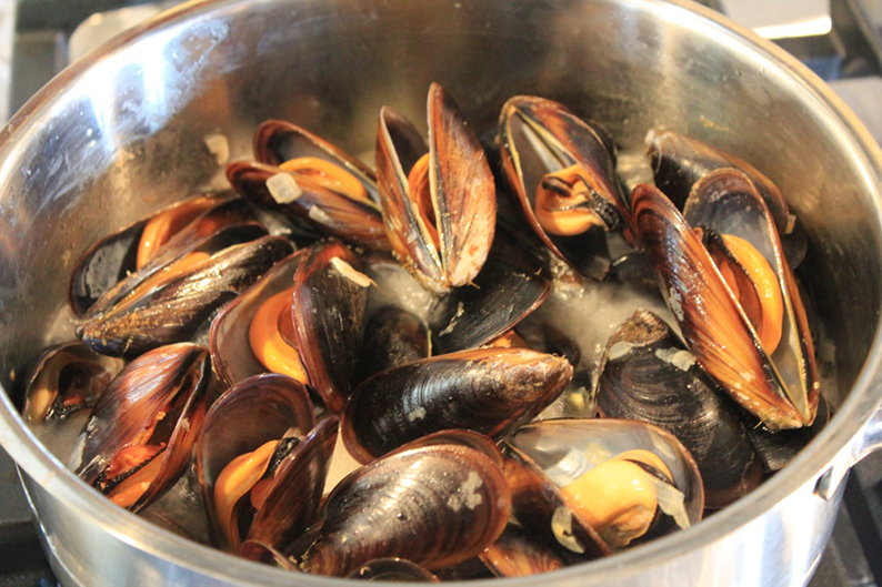 steamed-mussels-in-cream-and-cider-recipe-9